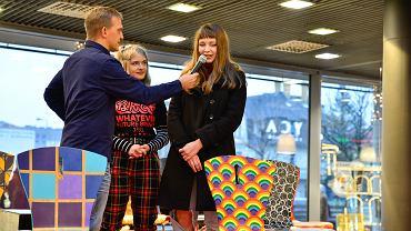 Galeria Sfera, Zespół Szkół Plastycznych oraz Fundacja Ekologiczna Arka  już po raz czwarty zorganizowały akcję 'Krzesła dla WOŚP'. Mieszkańcy licytowali stare krzesła przepięknie ozdobione przez uczniów.