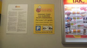 Cennik parkingu przeznaczonego dla klientów sklepu Biedronka w Warszawie przy ul Dolnej 3