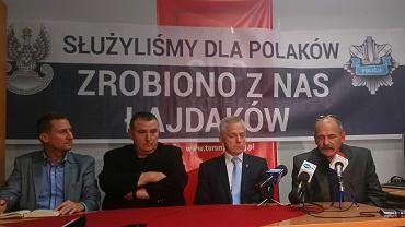 Od lewe: Marek Jopp z toruńskiego SLD, Henryk Majewski, gen. Adam Rapacki, Jacek Kościelski