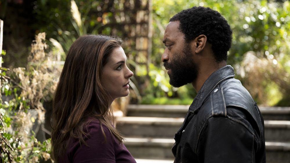 'Skazani na siebie' ('Locked Down'): Anne Hathaway jako Linda i Chiwetel Ejiofor jako Paxton