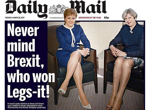 Pierwsza minister Szkocji Nicola Sturgeon i premier Wielkiej Brytanii Theresa May (wraz z nogami) na pierwszej stronie 'Daily Mail'.