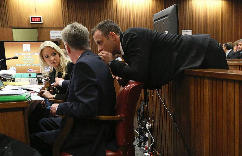 Oscar Pistorius rozmawia z prawnikami