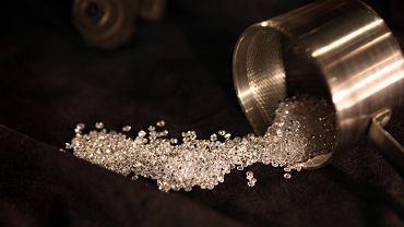 Duże straty w branży diamentów. To wina rozprzestrzeniającego się koronawirusa