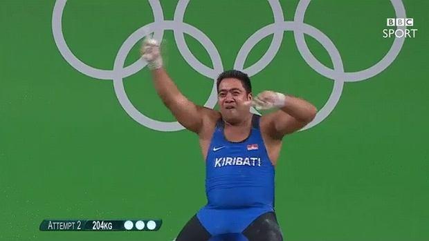 Rio 2016. Podnoszenie ciężarów. David Katoatau - najzabawniejszy zawodnik igrzysk. Znów to zrobił! [WIDEO]