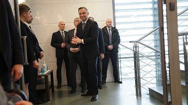 Prezydent Andrzej Duda w drodze na posiedzenie Rady Bezpieczeństwa Narodowego, które zwołał z powodu epidemii koronawirusa w Polsce. Ostatni raz RBN zbierała się w 2016 roku. Warszawa, 10 marca 2020