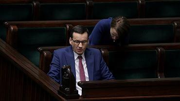Premier Mateusz Morawiecki podczas 8. posiedzenia Sejmu IX kadencji w czasie epidemii koronawirusa.