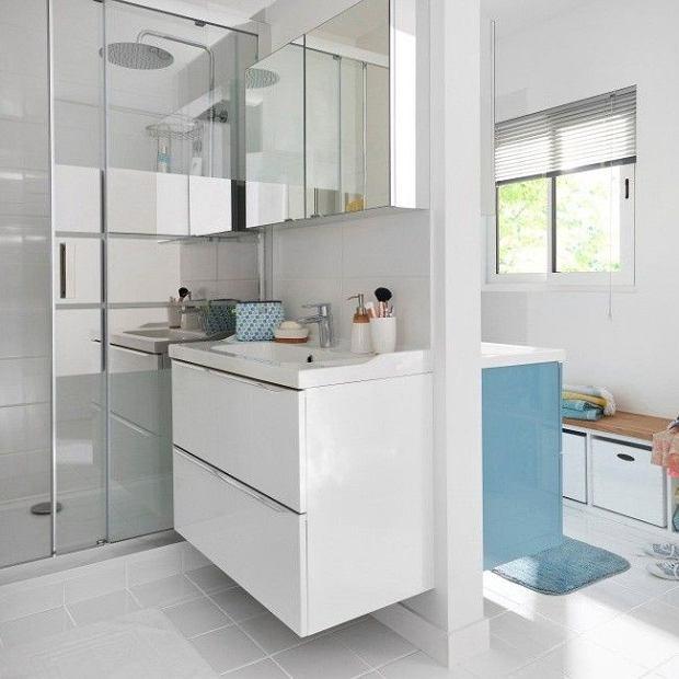 Modne szafki w małej łazience