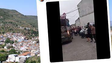 Mieszkańcy hiszpańskiego miasteczka w czasie izolacji zrobili uliczną zabawę