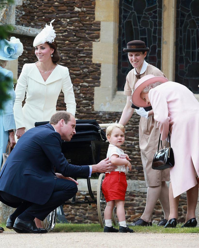 Rodzina królewska z nianią Marią Borrallo podczas chrztu księżniczki Charllotty