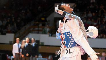 Olsztyn 2013. Mistrzostwa Polski seniorów w taekwondo olimpijskim. Kornel Dalecki po zwycięstwie w finale