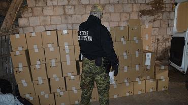 Podlaska straż graniczna zabezpieczyła ponad 60 tys. paczek papierosów z białoruskimi znakami akcyzy o szacunkowej wartości blisko 912 tys. zł