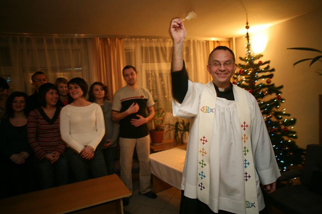 Tradycyjna wizyta duszpasterska księdza w domu parafian zwana 'kolędą'