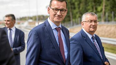21.08.2018, otwarcie obwodnicy Puław wchodzącej w skład drogi ekspresowej S12. Na zdjęciu od lewej: premier Mateusz Morawiecki, minister infrastruktury Andrzej Adamczyk.