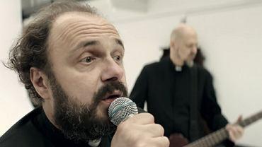 Arkadiusz Jakubik w teledysku 'Dr Misio - Pismo'