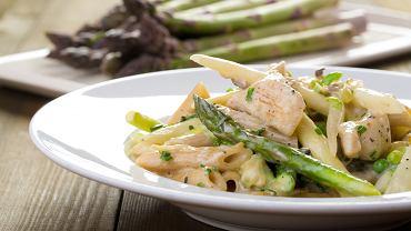 Kurczak, suszone pomidory, szparagi - genialna opcja na obiad