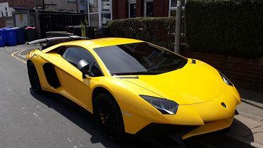 Lamborghini Aventador zatrzymane przez policję w Wielkiej Brytanii.