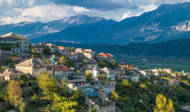Niedrogie wycieczki do malowniczych miejsc Europy. W ofercie Albania, Chorwacja i Węgry