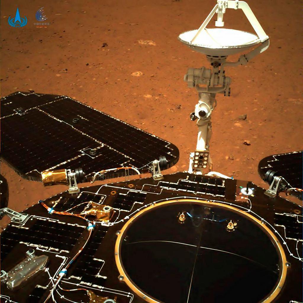 Chiny dotarły na Marsa. Łazik Zhurong przesłał pierwsze zdjęcia z wyprawy