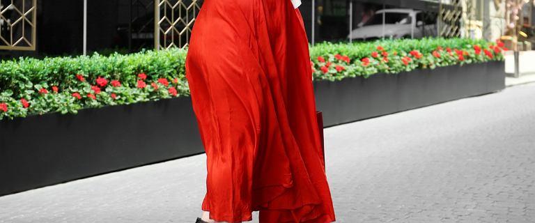 Spódnice z wysokim stanem dla puszystych - zamaskują odstający brzuszek i inne mankamenty sylwetki