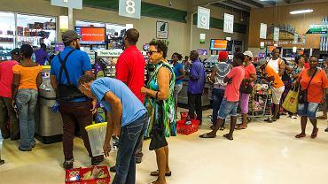 Portoryko. Mieszkańcy przygotowują się do huraganu Dorian