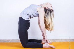 Joga - nie tylko modna, ale przede wszystkim o uzdrawiającej mocy. Sześć powodów, dla których warto spróbować