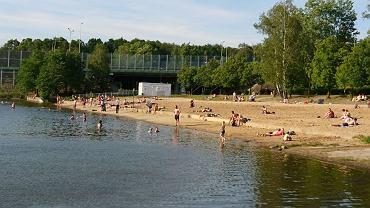 Dzikie kąpielisko w Dolinie Trzech Stawów w Katowicach