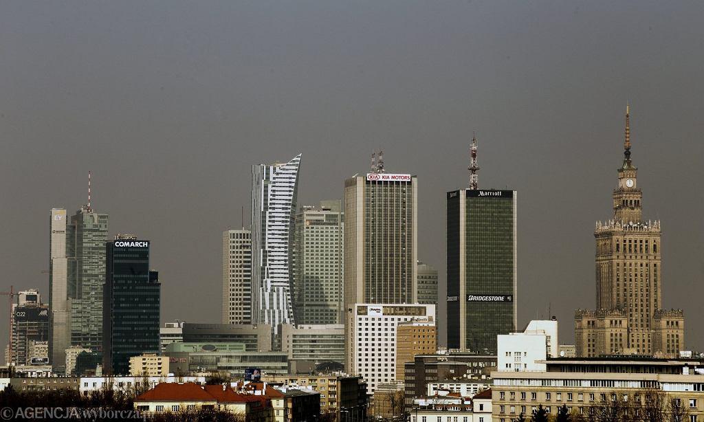 %Panorama wiezowcow w centrum Warszawy