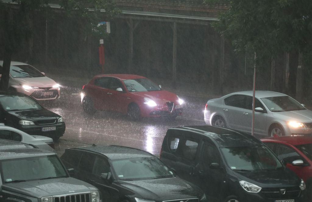 Gwałtowna burza nad Warszawą. Najtrudniejsza sytuacja była na Bielanach i Żoliborzu