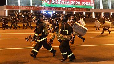 Milicja rozbija protesty na ulicach Mińska. Białoruś, 9 sierpnia 2020