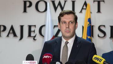 NKonferencja prasowa w Pajecznie w sprawie zakazen koronawirusem w Dzialoszynie
