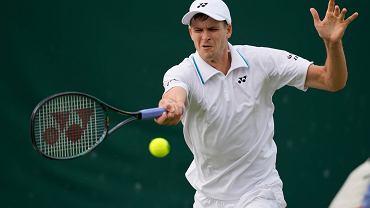 Hubert Hurkacz w meczu z Marcos Gironem na Wimbledonie