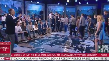 Kilkanaście osób wyszło ze studia TVP Info