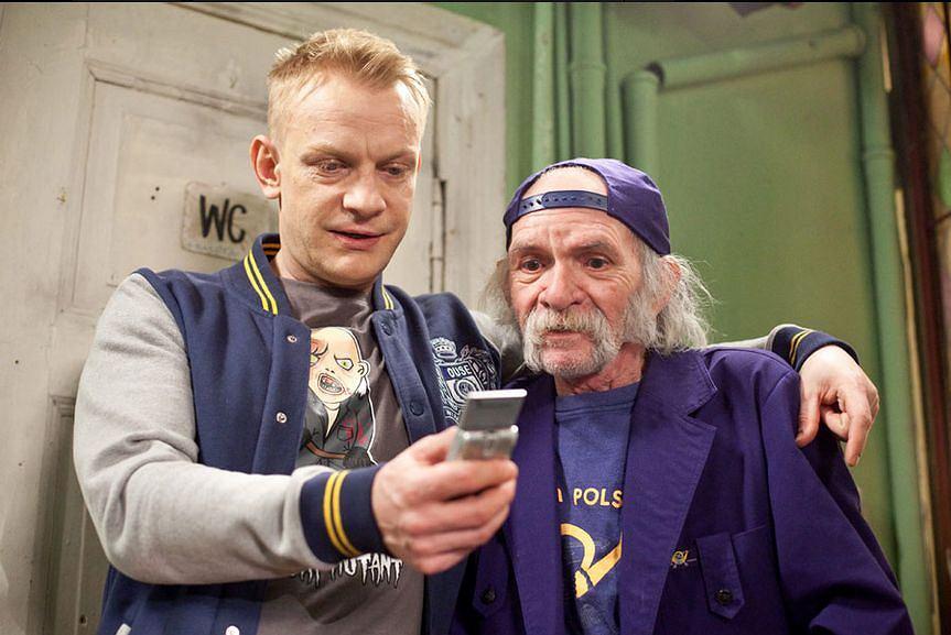 Bohdan Smoleń (z prawej) w serialu 'Świat według Kiepskich'