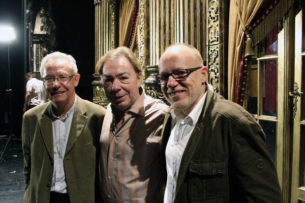 Andrew Lloyd Webber (pośrodku) - twórca 'Upiora w operze' odwiedził Teatr Muzyczny Roma. Na zdjęciu z Wojciechem Kępczyńskim (po lewej) i Danielem Wyszogrodzkim (po prawej)