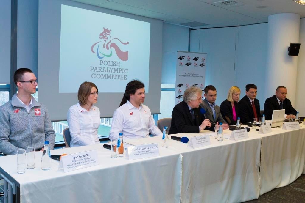 Prezentacja strojów polskim paraolimpijczyków