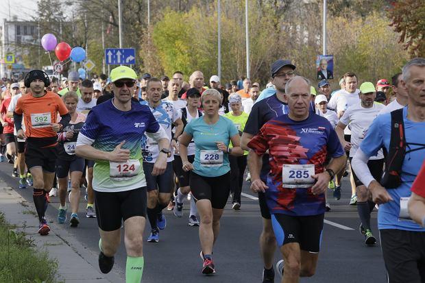 Zdjęcie numer 78 w galerii - Ponad 1200 biegaczy na starcie 37. Toruń Maraton, wygrał Łukasz Oskierko [ZDJĘCIA]