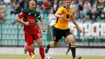 Nowy piłkarz MKS-u Kluczbork Maciej Kowalczyk (z lewej) w meczu GKS Tychy - GKS Katowice 0:3
