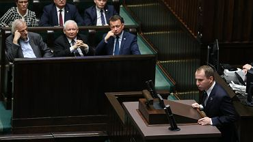Poseł Adam Andruszkiewicz podczas debaty nad ustanowieniem dnia 12 listopada 2018 roku dniem wolnym od pracy z okazji 100. rocznicy odzyskania niepodległości. Warszawa, Sejm, 7 listopada 2018