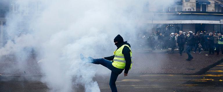 """Francja. """"Żółte kamizelki"""" na ulicach, Ambasada RP ostrzega turystów"""