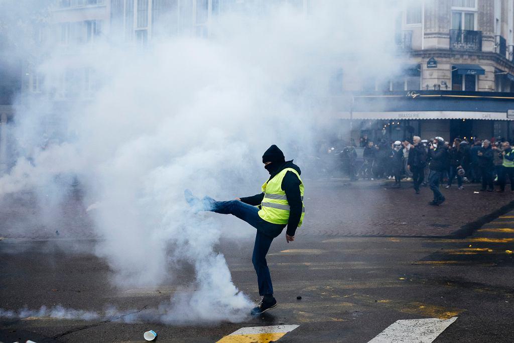 Francja. W Paryżu i innych miastach kraju odbyły się protesty 'żółtych kamizelek' w rocznicę pierwszej manifestacji