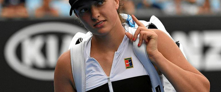 Australian Open. Iga Świątek zaliczyła czołowe zderzenie z poważnym tenisem. Szybka porażka Polki