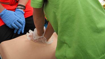 Ćwiczenia pierwszej pomocy na fantomie
