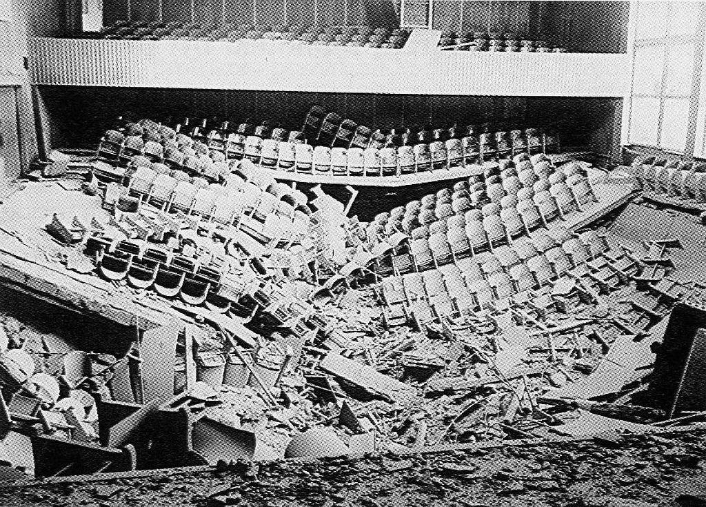 Skutek eksplozji w auli w Opolu