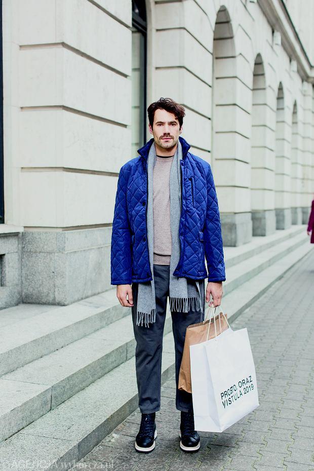 sweter Benetton, 199,90 zł kurtka Pako Lorente, 499,90 zł szalik Fjällräven, ok. 200 zł spodnie Vistula, 199,90 zł buty Converse / Eobuwie.pl, 449,90 zł