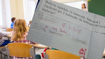 Uczeń prawidłowo rozwiązał zadanie. Nie obyło się bez uwag nauczyciela
