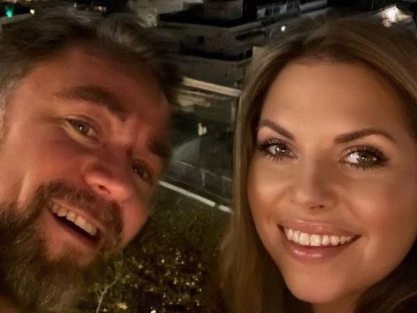 """Aleksandra Kwaśniewska pokazuje zdjęcia """"nowej chaty"""". Widok robi wrażenie. Internauci rozbawieni"""