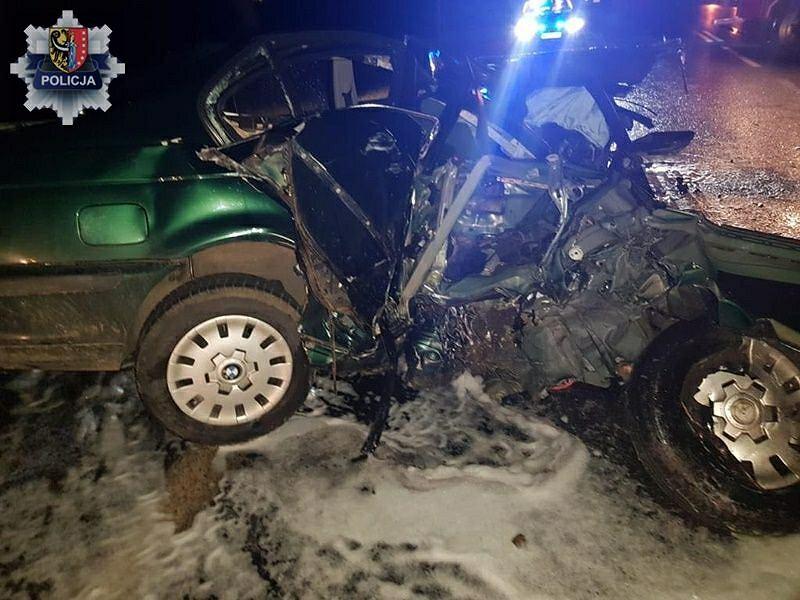 Czołowe zderzenie pojazdów w okolicach Gaworzyc