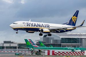 """Jest śledztwo w sprawie kontrowersyjnej kampanii Ryanaira """"Zaszczep się i leć"""". Ponad 1600 skarg"""