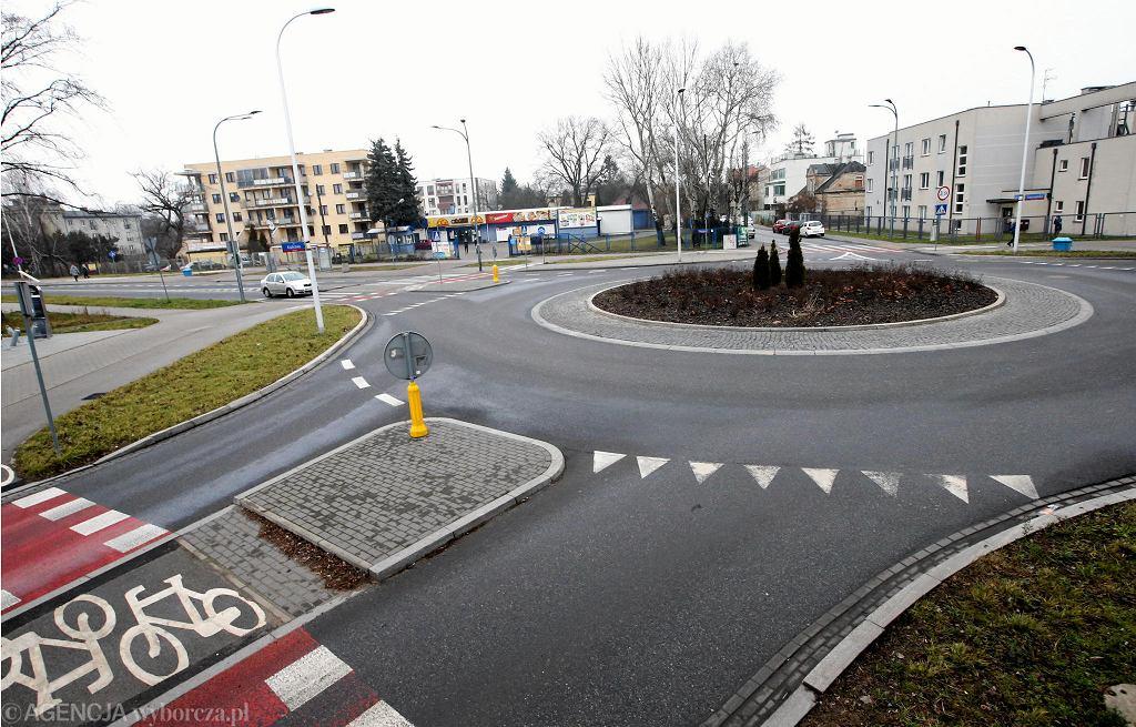 Rondo u zbiegu ulic Kleszczowej, Łopuszańskiej i Krańcowej we Włochach