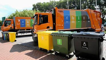 Segregacja śmieci. Nowe śmieciarki warszawskiego MPO